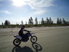 trilhas  de moto em ilha comprida
