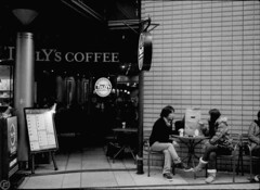 Conversation (day of winter) (red64) Tags: street bw film coffee cafe couple osaka olympuspen umeda tullyscoffee ee2 halffilm