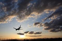 VY8025 (Color-de-la-vida) Tags: sunset clouds plane airport nubes puestadesol avión aeropuerto colordelavida