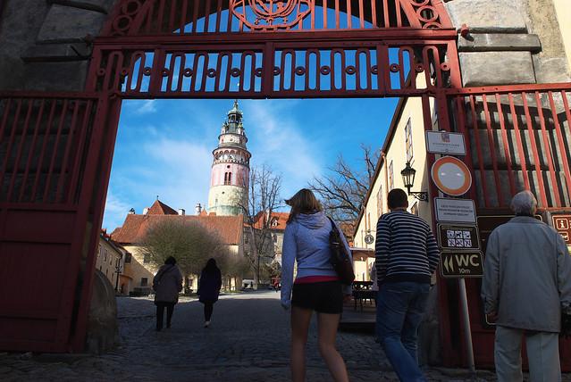Cesky Krumlov 庫倫諾夫:哇!終於又到彩繪塔的入口了。