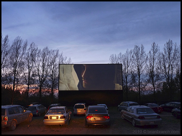 P1100373_drive-in
