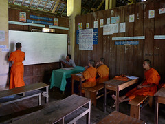 Teaching at the monks school in Don Khong (Bn) Tags: orange students topf50 nirvana monk colleges laos enlightenment colori enlightened buddhistmonks donkhong theravada 50faves lifeispain novicemonks buddhistmonastery youngmonks theravadaschool teachingsofthebuddha meditativelife buddhisminlaos spiritalpractise laomonks buddhistcommunity higherbuddhisteducation toliveasamonk teachingmathematics theacademiahispanoparlantedeautodidactasgroup