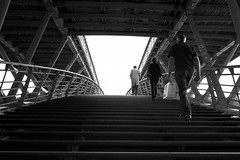 Passerelle Lopold-Sdar-Senghor/Solferino (Nicolas Doreau) Tags: leica bridge blackandwhite bw paris france seine stairs blackwhite noiretblanc 28mm steps streetphotography pont passant escaliers marches passerelle solferino photoderue negroyblanco passante paname solferinopasserelle passerellesolferino photographiederue borddeseine summicron28 passerellelopoldsdarsenghor leicam9 flickrunitedaward solferinopasserelleorsay passerellemusedorsay
