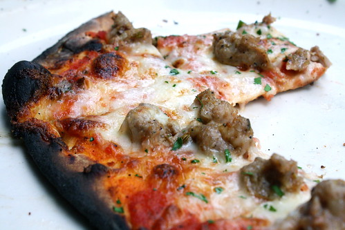 Tavern on Rush, Chicago - pizza!