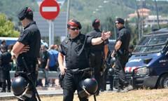 Policiais uniformizados  isolaram a zona onde se reuniu o exclusivo Grupo de Bilderberg
