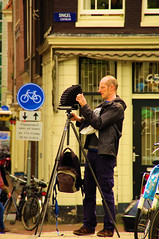 Showtime (Amsterdam Today) Tags: street city holland dutch amsterdam fix pie canal focus raw fotograf photographer serious pentax candid main tripod capital north el le showtime das mei pied singel der mokum ones fotgrafo morpheus put density 2010 strain soporte gracht sincere noord verkeersbord minde photographe fietser earnest fotograaf randstad serieus stativ spannung trpode grachtengordel concentratie gestell statief konzentration cencentration k20d statif schaagen