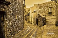 Erice (kikkedikikka) Tags: nikon italia montagna borgo architettura sicilia paesaggio collina erice trapani d40 nikond40 rgspaesaggio rgscastelli rgsnatura rgsscorci