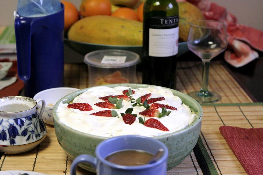Berry custard cream cake(1)