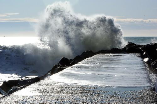 フリー画像|人工風景|波の風景|堤防|水しぶき|フリー素材|