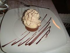 Postre de chocolate con matices de café y vainilla