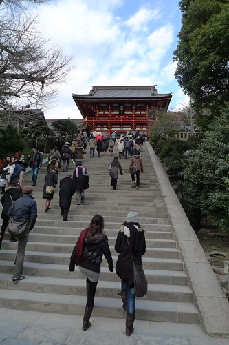 People walking up the stairs of Tsurugaoka Hachiman-gu