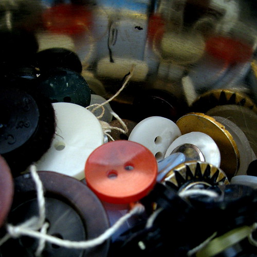 life in the button tin * la vie des boutons