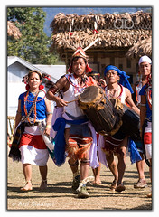 Pangsau Pass Winter Festival : Muklom's Dance (Arif Siddiqui) Tags: asia india arunachal northeastindia jairampur landscape green nature tourism wwii cemtery nampong stillwell ledo raod northeast arunachalpradesh ppwf2010 ppwf pangsaupasswinterfestival people portraits tribal tribes dances girls ethnic folk beauty woman arunachali southeastasia peopleofindia tradition portrait paradise lifestyle glamour cultural serene scenic river pangsaupass itanagar heritage history culture traditional pristine local hills festivals festival east cultures costumes colors colorful attires tribals travel siddiqui places changlang arunachalpradeshindia arif