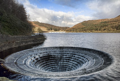sinking feeling (Chris Tait) Tags: hole sink dam peakdistrict plug spillway ladybower