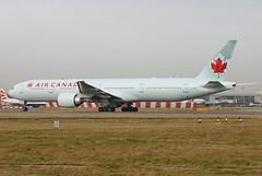 Air Canada - C-FIUW (Andrew_Simpson) Tags: canada london airport heathrow mapleleaf boeing takeoff 777 lhr heathrowairport aircanada staralliance egll 777300 777300er cfiuw
