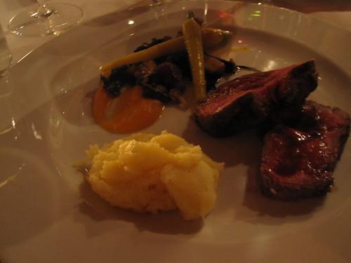 Boeuf, petits légumes aux lardons et 2 c. à soupe de pommes de terre