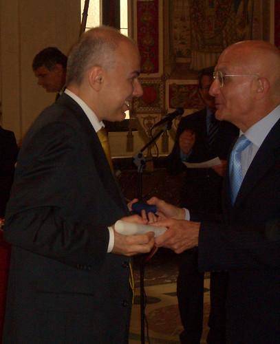 Edoardo Croci viene insignito dell'ambrogino d'oro dal sindaco di Milano Gabriele Albertini, 24 maggio 2006