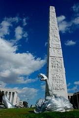 #6 (Zazie [dans l'mtro de Rome]) Tags: roma sink mano eur obelisco statua piede drown colombo braccio coscia affondare affogare