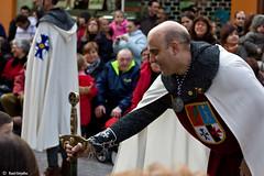 Homenaje (Ral Grijalbo) Tags: canon sword espada dama castelln castell espasa preg pregn 450d magdalena2010 cavallersconquesta cavallerconquesta