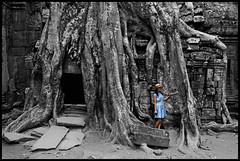 Ta Prohm Fashion Week (eneko123) Tags: naturaleza tree nature fashion cutout arbol temple glamour cambodge cambodia kambodscha southeastasia cambodian khmer natur roots almostbw kingdom natura siem reap 5d chic vat root angkor wat taprohm ta arbre baum templo delicacy cambodja prohm raiz kemboja kamboja eneko123 柬埔寨 camboya wildness カンボジア kampuchea kambodza fragility zuhaitz cambogia campuchia reab kambuja tenplu 캄보디아 preahreachanachâk ประเทศกัมพูชา камбоджа cambyses καμπότζη कंबोडिया sustrai कम्बोजदेश kambujadesa preăhréachéanachâkkâmpŭchea srokkhmae khmerland kambodya