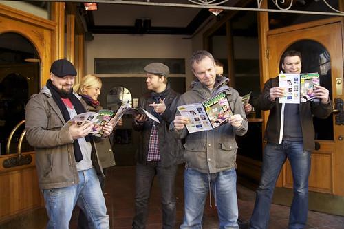 Noen av bidragsyterne i Rutetid sammen med sjefen selv: Frode Øverli. Fra venstre: Knut Nerheim, Ida Larmo, Nils Axle Kanten, Frode Øverli og Jørn Andersen