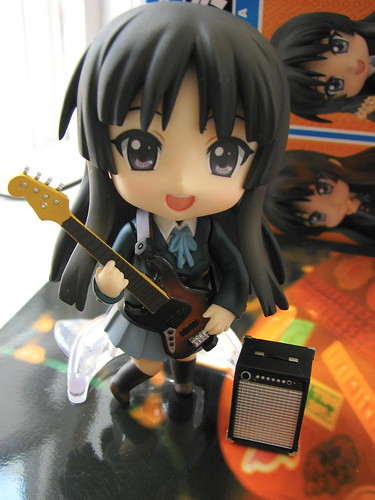 Nendoroid Mio playing