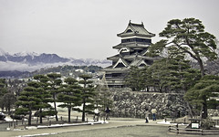 Matsumoto Castle (Sarmu) Tags: winter wallpaper mountain mountains building castle heritage monument japan architecture highresolution ancient widescreen landmark icon historic 1600 highdefinition resolution  historical 1200 hd wallpapers matsumoto iconic nagano 1920 2010  naganoprefecture ws 1080 1050 720p 1080p  1680 720 2560 matsumotojo matsumotocastle oldjapan ancientjapan matsumotoj sarmu