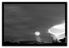Agujero en el cielo (Elas Gomis) Tags: sky blackandwhite bw sun storm sol clouds canon hole agujero alicante cielo nubes tormenta strangeskies cieloextrao eliasgomis