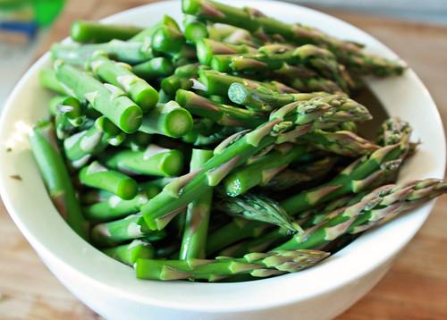 bowl of asparagus