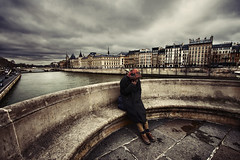 (alfonstr) Tags: bridge sky man paris france home rio seine canon river puente smoke cel cielo pont neuf fumar francia hombre pontneuf pars 2010 sena globetrotter alfons hoppe sinh 2470 40d alfonstr lafotodelasemanaa unadelasquince