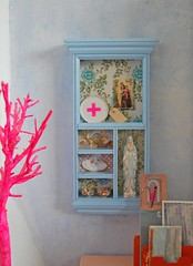 vignette (ATLITW) Tags: blue wallpaper inspiration colour green paper branch cross jane display cabinet eclectic homedecor thrifted alltheluckintheworld janeschouten