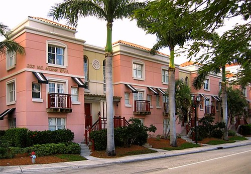 Mizner Park, Boca Raton, parking in rear (by: EPA Smart Growth)