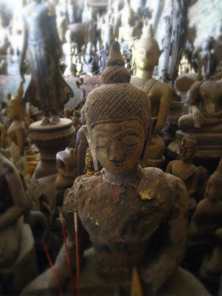 Bouddha aux grottes de Pak Ou