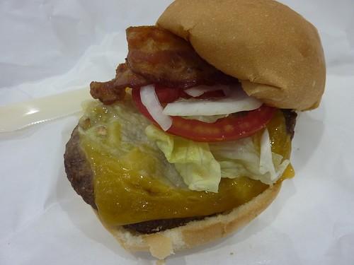 Costco好市多的培根起司牛肉漢堡