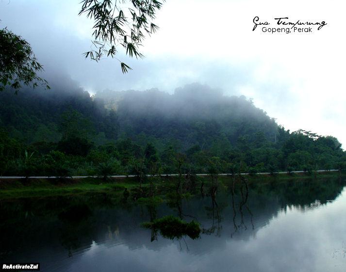 Pemandangan pagi di tasik Gua Tempurung