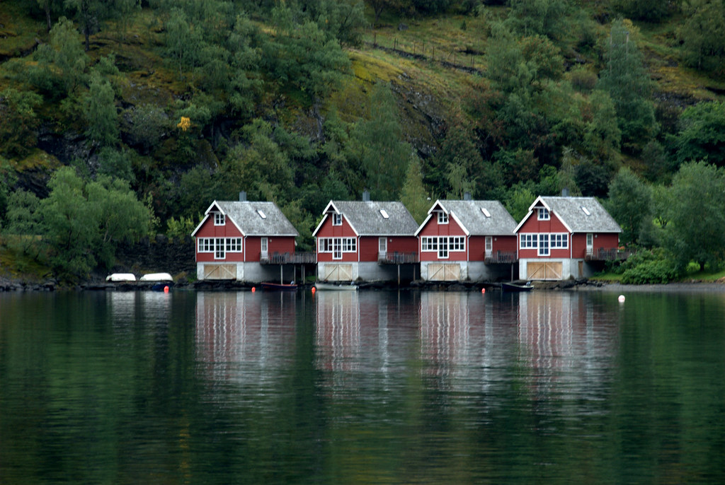 Houses on the edge of the fjord