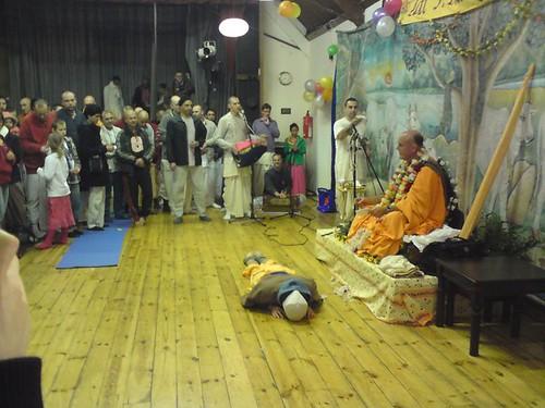 Indradyumna Swami Vyasa puja in UK 2010 -0015 por ISKCON desire  tree.