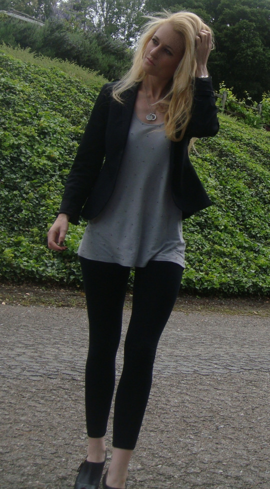 Leggings Blazer Booties Grey Tanktop Cropped