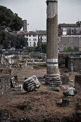 The fall of the Empire (Tony LI38) Tags: italy streets rome roma fall canon french ruins holidays empire italie ruines 50d ancienttimes candidandstreet 1755mm28isusm tonyli38