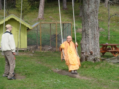 Kadamba Kanana Swami Korsnas Gard and at Ugrasena's 14th May 2010  -0087 por ISKCON desire tree.