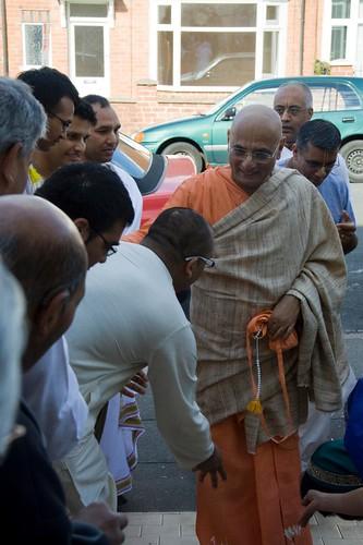 H H Bhakti Caru Swami 2010 - 0010 por ISKCON desire tree.