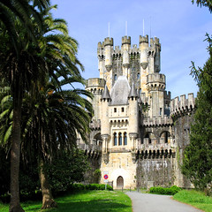 Medieval Castle Butrn - Architecture Gatika, Spain (Batikart ... handicapped ... sorry for no comments) Tags: door travel blue roof light shadow vacation sky sun house holiday building tree green castle window nature leaves sign architecture fairytale canon way square landscape geotagged leaf spring spain europa europe path urlaub natur meadow wiese haus medieval historic bilbao april architektur historical landschaft sonne esp vasco gebude euskalherria euskadi vizcaya basquecountry paisvasco spanien battlement vacanze burg 2010 frhling baskenland middleage biskaia mittelalter gatica frhjahr canonpowershota610 gatika 100faves 200faves biskaya viewonblack 300faves castillodebutrn batikart chateaubutrn