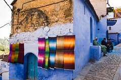 Colourfull rugs haning on the wall in the Chefchaouen Medina (Tom Hanslien Photography) Tags: morocco maroc royalkingdomofmorocco almaghreb kingdomofmorocco royaumedumaroc islamic arab arabic ex frenchcolony thewesternkingdom independent frenchprotectorate
