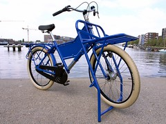 workcycles-fr8-massive-rack-blue 1 (@WorkCycles) Tags: dutch amsterdam bike bicycle delivery signboard freight heavyduty fr8 frontcarrier massiverack vracht fatfrank transportfiets workcycles