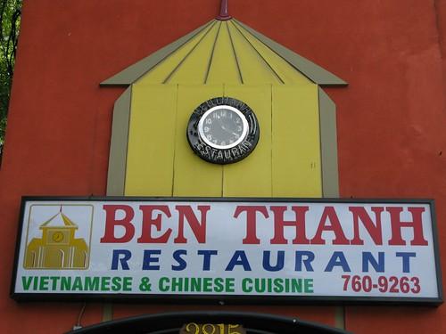 Ben Thanh Sign Clock