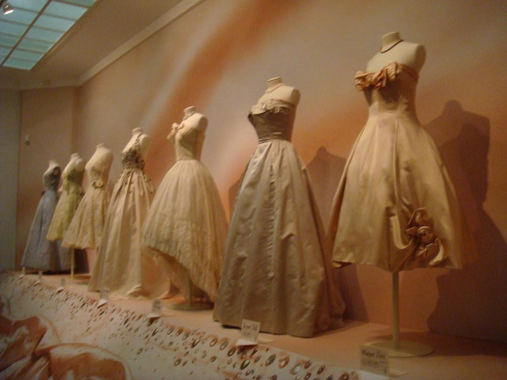 Haute Couture: Voici Paris!