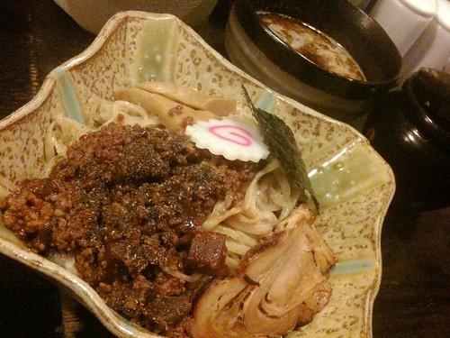 宇都宮花菱の肉味噌つけ麺は肉味噌が濃くてじゃじゃ麺的に混ぜて食ってもうめかったわ。