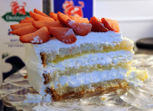 strawberry-lemonmousse-cake-3