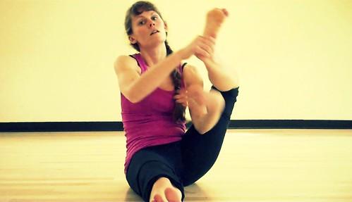 pose mechanics asta vakrasana  kelly sunrose yoga education