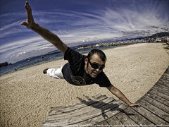 Willy el Magnífico (Isidr☼ Cea) Tags: playa arena pontevedra bueu peleng8mmf35fisheye olympuse520 willyprada amoamipeleng ilovemypeleng haciendodefunambulistasinredninada